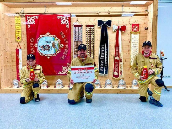 Spendenscheck für die Feuerwehrjugend Tulfes